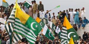 Pakistan halkı Keşmirlilerle dayanışma için sokaklara çıktı
