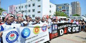Velinin okul müdürünün kapısını kırması protesto edildi
