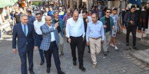 Vali Demirtaş Mirzaçelebi Mahallesinde Esnaf Ve Vatandaşlarla Bir Araya Geldi