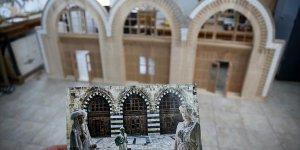 Adana'daki tarihi Ulu Cami'nin girişi ahşaba aktarılıyor