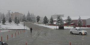 Tufanbeyli'de kar yağışı