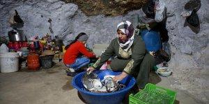 İsrail'in evlerini yıktığı Filistinliler mağaraları mesken tuttu