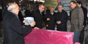 Vali Demirtaş Atakent Mahallesi'nde Vatandaşlara Yapılan Yardımlar Hakkında Bilgiler Aldı