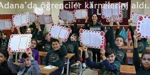 Adana'da öğrencilerkarnelerini aldı..