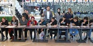 """Adana'da """"sarma yeme yarışması"""" yapıldı"""