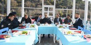 Vali Demirtaş, Aladağ Belediye Başkanı Mustafa Akgedik'i Ziyaret Etti