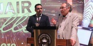 """Prof. Dr. Nevzat Tarhan: """"Sanat ruhlara şifadır"""""""