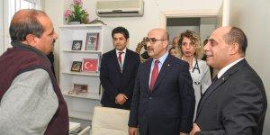 Vali Demirtaş'tan depremzede Yalçın Karataş'a moral ziyareti