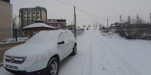 Tufanbeyli'de kar yağışı hayatı olumsuz etkiliyor