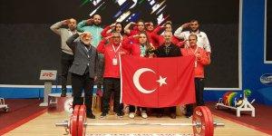 Milli halterci Melike Günal'dan Özbekistan'da 3 altın madalya