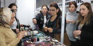 Adana'da dizi oyuncuları, kadın kooperatiflerinin sergisini gezdi