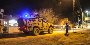 Suriye sınırına askeri sevkiyat sürüyor