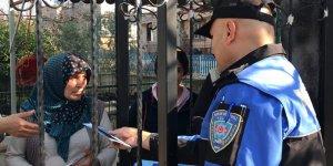 """Adana'da polis evleri gezerek """"soba zehirlenmesi"""" uyarısında bulundu"""
