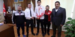 Adanalı Şampiyon Güreşçiden Ataşbak'a Ziyaret