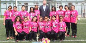 Karataş'ın yükselen değeri Yıldız Kızlar Futbol Takımı şampiyon oldu.