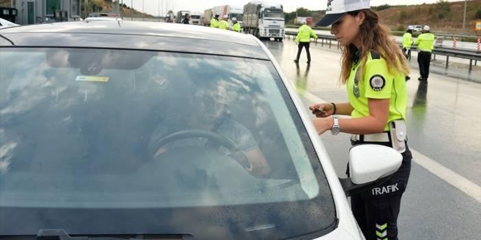 Adana'da kadın polislerden helikopterli trafik uygulaması
