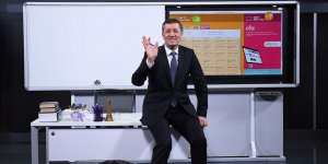 Milli Eğitim Bakanı Selçuk TRT-EBA TV'deki 'ilk ders' için kamera karşısına geçti