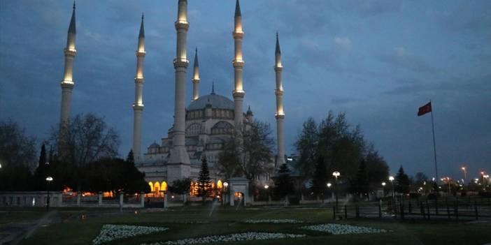 Doğu Akdeniz'de koronavirüs salgınına karşı camilerde dua edildi