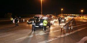 Adana'ya araç giriş çıkışları durduruldu