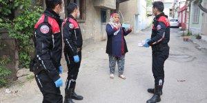 Adana'da polisten dezavantajlı mahallelerde Kovid-19 uyarısı