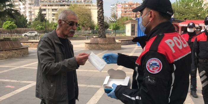 Adana'da polisten Kovid-19 denetimi