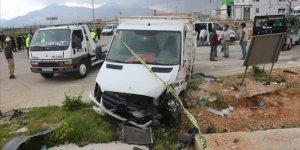 Adana'da iki aracın çarpıştığı kazada 3 kişi hayatını kaybetti