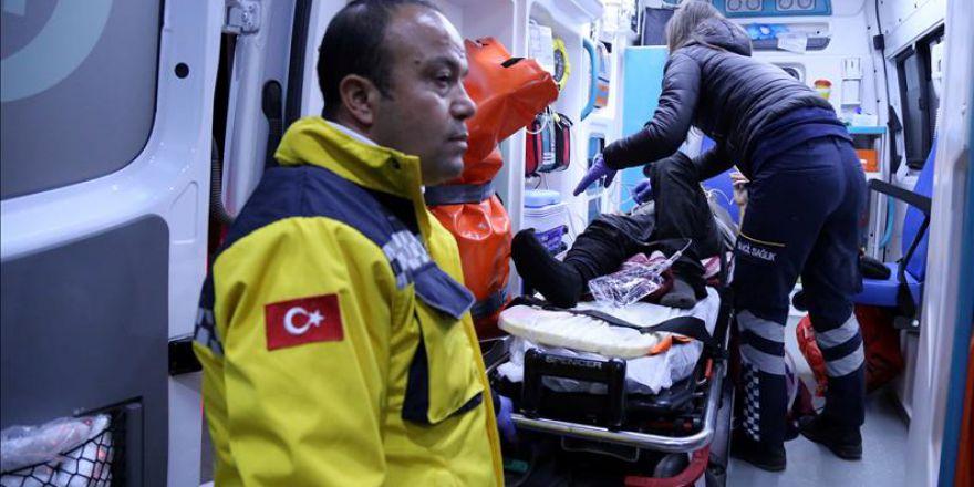 Suriyelilerden ağır yaralı olanların Hatay'a getirilişi sürüyor