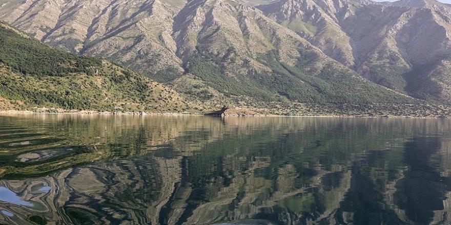 Van Gölü'nün cennet koyları keşfedilmeyi bekliyor