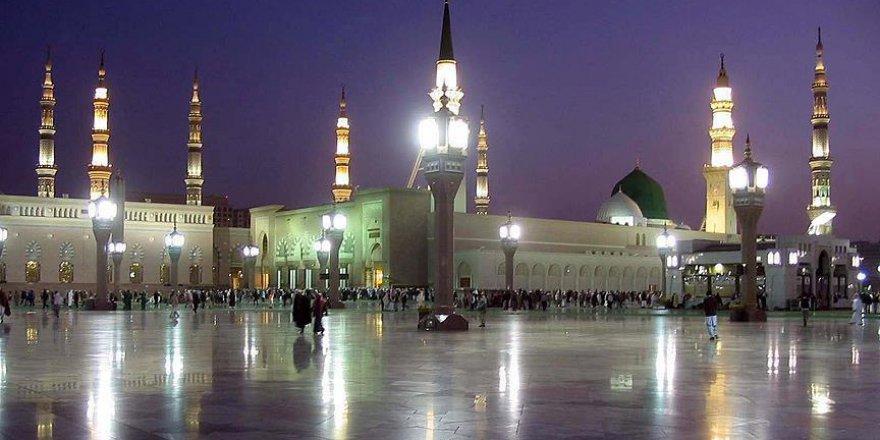 Türk hacıları kutsal mekanları ziyaret ediyor