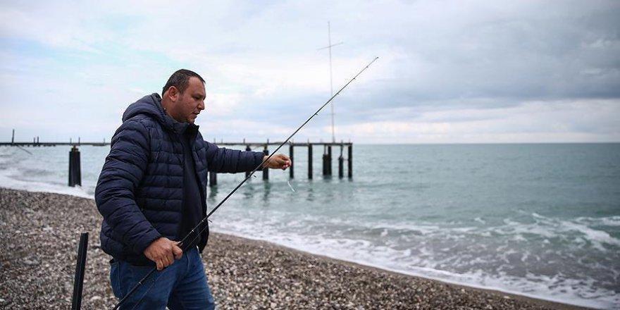 Antalyalı amatör balıkçılar 'firari levrekler'in peşinde