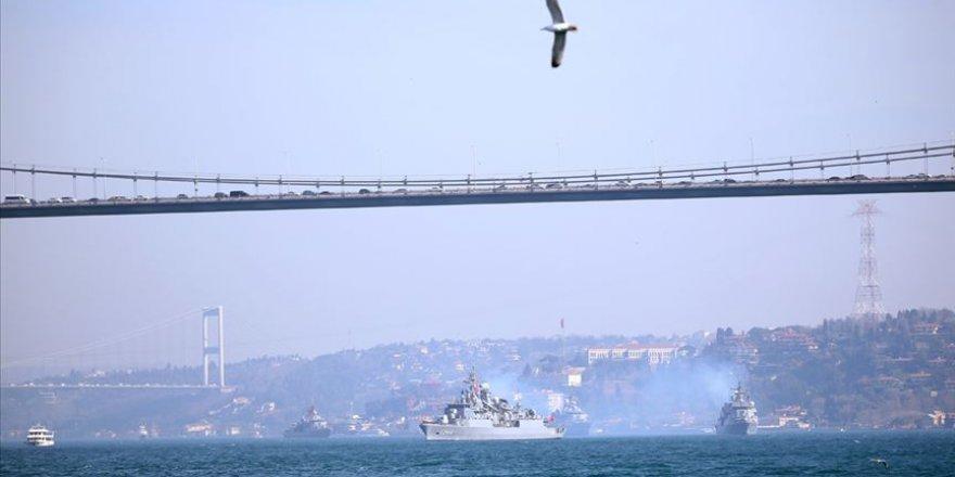Mavi Vatan 2019 Tatbikatı'nı tamamlayan gemiler İstanbul Boğazı'ndan geçti