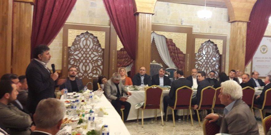 ASİM başkanı Mahmut Eraslan, Kocaispir'e Şehrül-Emin dosyasını sundu..