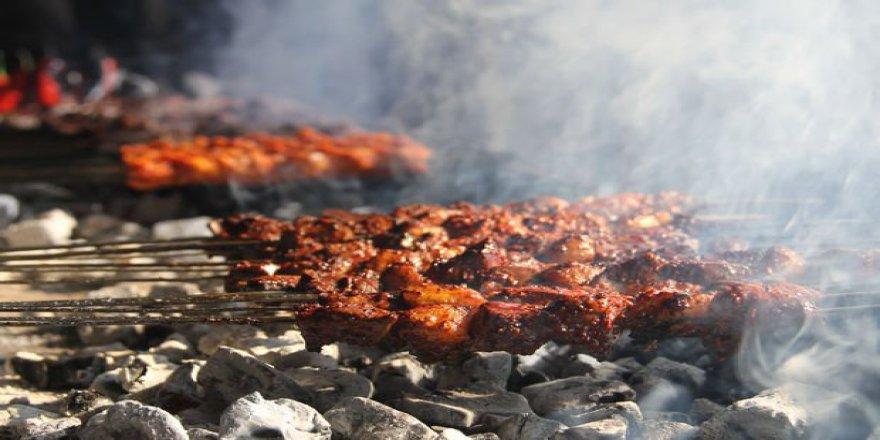 Üç öğün tüketilen ciğer kebabı ramazanda da ilgi görüyor