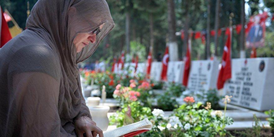 Çukurova'da Bayram öncesi şehitlik ziyaretleri