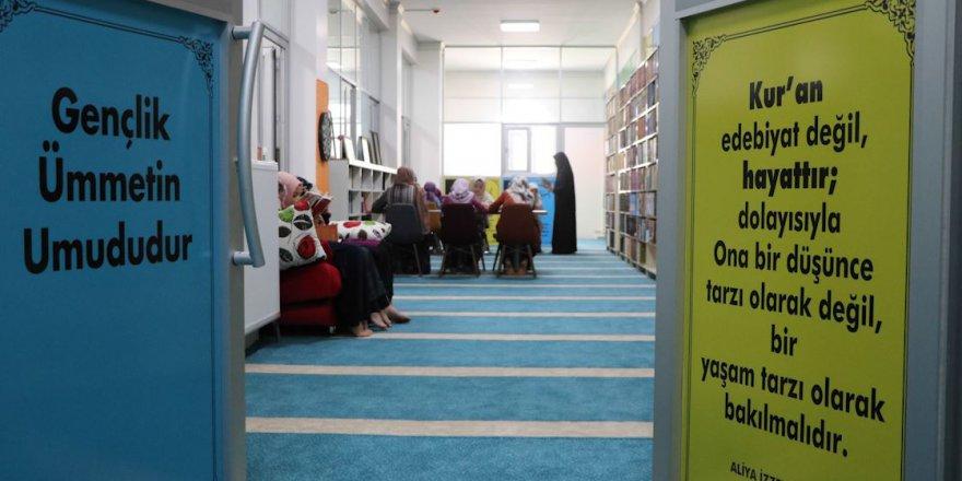 Caminin gençlik merkezi, aktiviteleriyle dikkati çekiyor