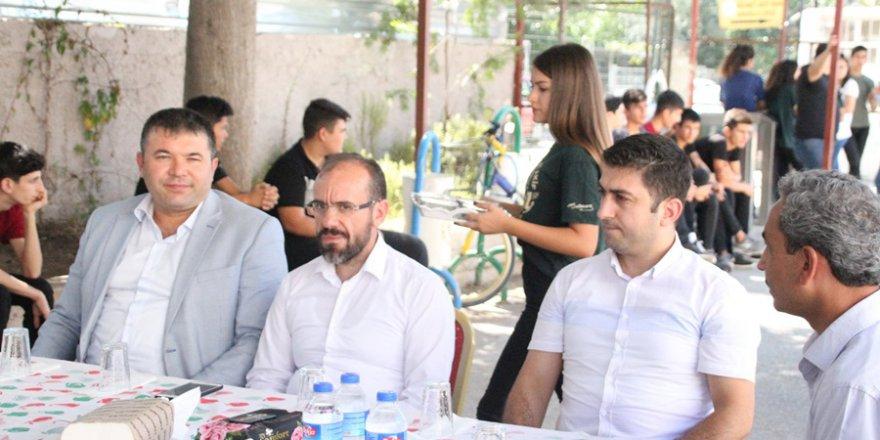 Mehmet Akif İnan Anadolu Lisesi Öğrencilerinden Aşure Etkinliği