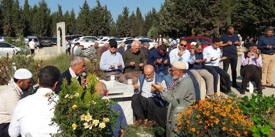 Mehmet Sapmaz Hoca yeğeninin kabri başında dua etti..