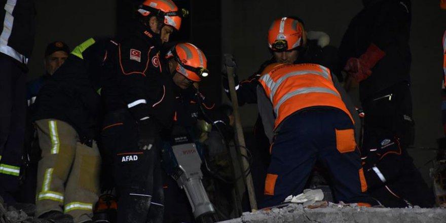 Türkiye'den Arnavutluk'a gelen arama kurtarma ekipleri çalışmalara başladı