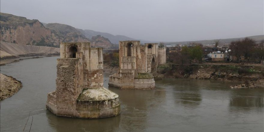 Hasankeyf'teki 609 yıllık Er- Rızk Camisi'nin ana gövdesi taşındı