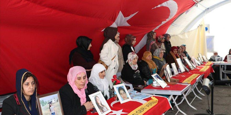 Diyarbakır anneleri, HDP'lilere tepki gösterdi