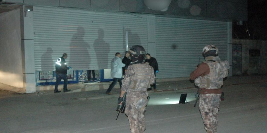 Adana'da markete EYP'li saldırı