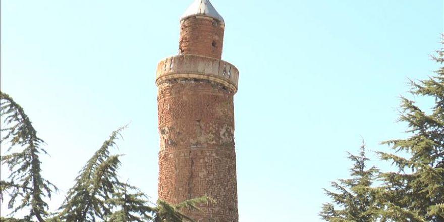 Minarenin eğimi, Pisa Kulesi'nden fazla