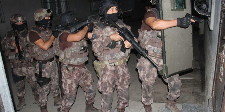 Adana'da şafak vakti 750 polisle operasyon