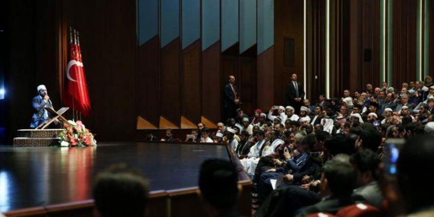"""""""V. Uluslararası Hafızlık ve Kur'an-ı Kerim'i Güzel Okuma Yarışması"""" ödül töreni"""