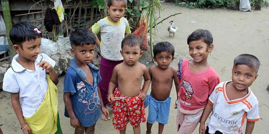 Myanmar-Bangladeş sınırında can pazarı