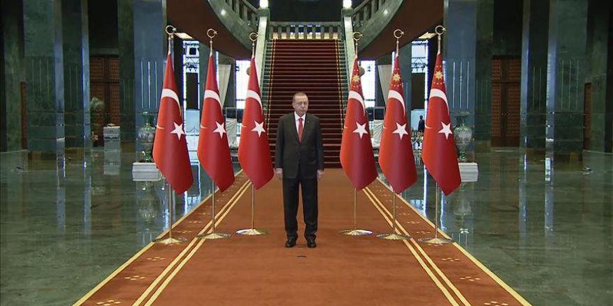 Cumhurbaşkanı Erdoğan, Cumhurbaşkanlığı Külliyesi'nde tebrikleri kabul etti