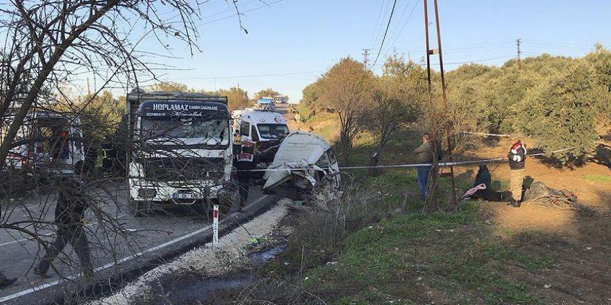 Hatay'da minibüs ile kamyon çarpıştı: 11 ölü, 9 yaralı