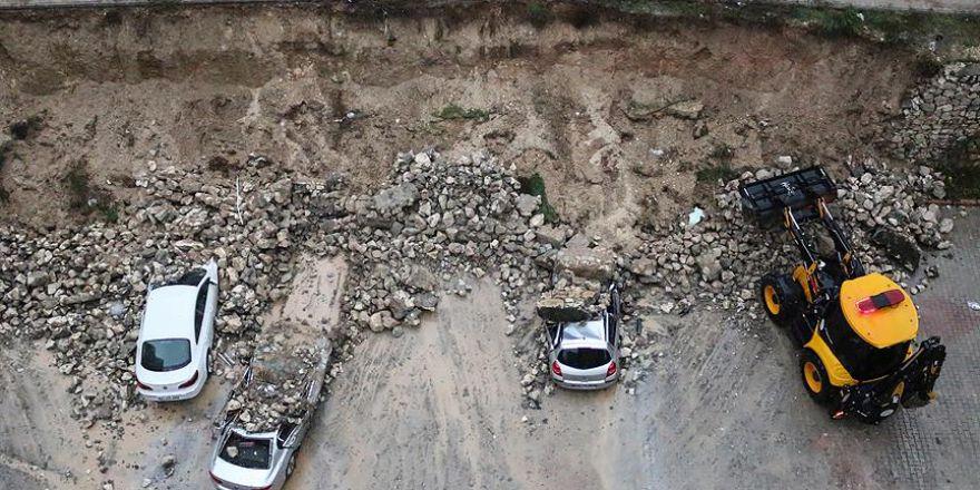 Adana'da, yoğun yağışın etkisiyle..