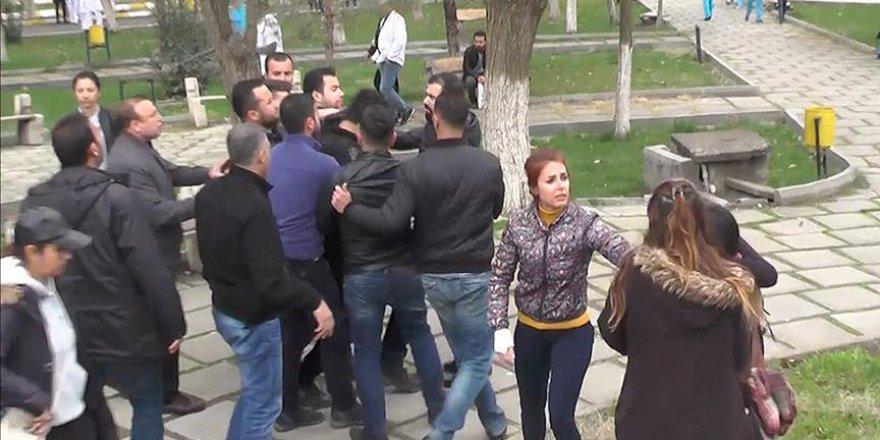 """""""PKK marşı"""" çalan ve polise saldıranları """"ıslık"""" yalanıyla savundular"""